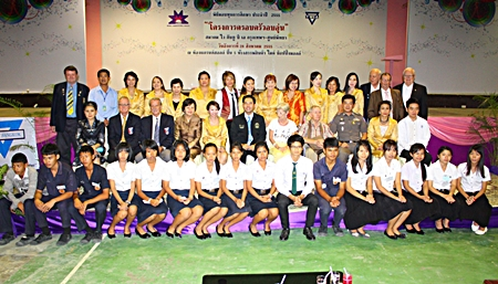 Mayor Itthiphol Kunplome and sponsors of the Warm Family project pose for a commemorative photo with youths accepting scholarships from YWCA Bangkok-Pattaya Center.