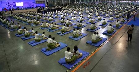 641 massage therapists mass-massage 641 people simultaneously for 12 minutes to win a Guinness World Record. (AP Photo/Apichart Weerawong)