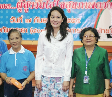 (L to R) Elderly Club President Pranee Maneesan, Ophthalmologist Dr. Jitlada Lertjarassiwilai and Wannaporn Jamjumrus, director of the Pattaya Public Health and Environment Office.