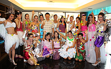 Contestants pose for a photo with Bayview General Manager Nijjaporn Maprasert.