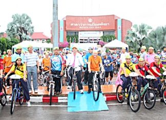 Mayor Itthiphol Kunplome (on ramp left) and Chatchawal Supachayanont (on ramp right) set off this year's Pattaya Car Free Day event.