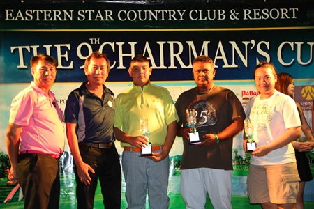 Winners of the fourth round qualifiers for the Chairman's Cup receive trophies from Pravit Rossawatsuk, 2nd left, the Asst. GM of Eastern Star Country Club & Resort.