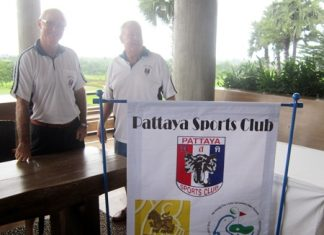 Tony Oakes and Joe Mooneyham welcome the players at Siam Plantation.