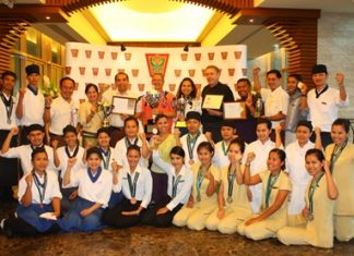 Management and staff Centara Grand Mirage Resort Pattaya celebrate winning trophies at the Pattaya Food & Hotelier Expo '2012 and 28th Eastern Seaboard Bartender Contest.