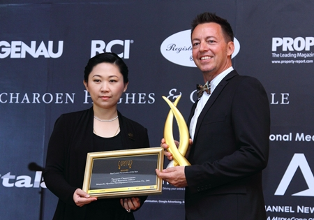 Tipaporn Chearavanont, CEO of Magnolia Quality Development Corporation (left) was named as this year's 'Real Estate Personality of the Year.'