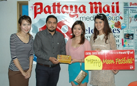 On the happy occasion of the Chinese Autumn Moon Festival, lovely moon angels descended on the offices of the Pattaya Mail to bring delicious moon cakes for the enjoyment of our staff. Prince Malhotra (2nd left), GM of the Pattaya Mail, is seen happily receiving the gift from the Central Festival Pattaya Beach angels (l-r) marketing executive Kusuma Ebata, senior marketing executive Chonnikarn Chaimaungmool, and promotion officer Pornthip Dubtook.