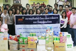 Students and faculty members from the College of Management at Mahidol University travelled to Pattaya recently to visit the Father Ray Foundation. The students, accompanied by Assistant Dean of the University, Usanee Phanchantraurai, donated a variety of basic everyday items for the 850 children and students with disabilities currently living at the foundation. A financial donation of nine thousand baht was also presented to the foundation.