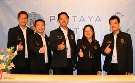 Pattaya City Mayor Itthiphol Kunplome (centre) introduces Yuwathida Jeerapat (2nd right) as the new Pattaya City spokesperson along with her 3 deputies, Banjong Banthunprayukt, Ittiwat Wattanasartsathorn and Damrongkiat Phinitkarn.
