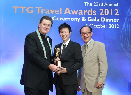 Vathanai Vathanakul (centre), VP Royal Cliff Hotels Group smiles with pride as he receives the prestigious TTG Hall of Fame award from Martin Craig (left), CEO, PATA and Michael Chow (right), TTG Travel Trade Publishing, Group Publisher. The Royal Cliff Hotels Group was once again inducted into the prestigious TTG Hall of Fame at the 23rd Annual TTG Travel Awards 2012 Awards Ceremony & Gala Dinner held recently in Bangkok.