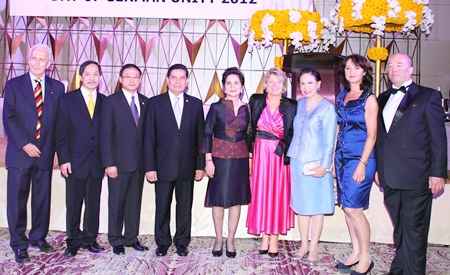 The German ambassador Rolf Schulze with his wife Petronella (both far right), State Minister Cornelia Pieper (4th from right), and Karl Heinz Heckhausen, the president of the German-Thai Chamber of Commerce (far left) with important politicians of Thailand.