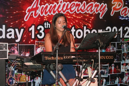 Ploy Pailin shows that musical talent certainly runs in the family.