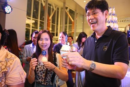 Prasong Nitinavakorn (right) and friends enjoy some birthday cake during King Power Pattaya Complex's 1st Anniversary.