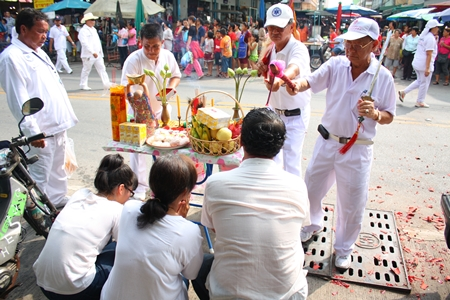 People along the parade route in Naklua receive blessings.