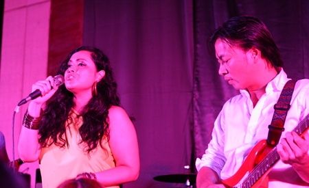 Guest singer Mariam B5 (left) entertains the crowd before Burin (not shown) joined her on stage for a duet.