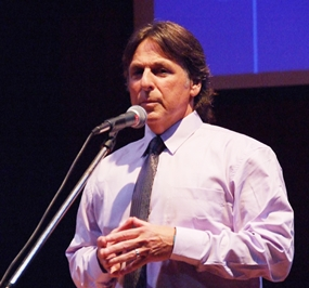 Richard Sobol captivates the audience with riveting life stories.