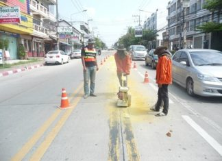 Road workers repaint lines at the 3rd Road intersection with Soi Phettrakul in North Pattaya.