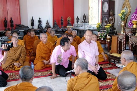 Gov. Khomsan Ekachai leads the public in presenting alms to monks to commemorate the 2,600th anniversary of Lord Buddha's enlightenment.