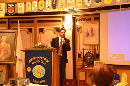 Gavin Waddell addresses members of the Rotary Club of Jomtien - Pattaya.