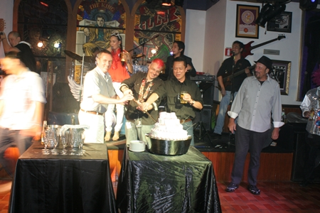 General Manager Juan Carlos Smith (center) and honored guests cut the anniversary cake.