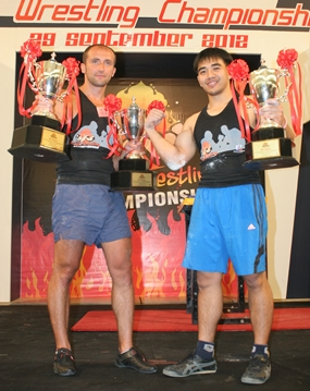 Arturs Dorohous, left, and Suthiwas Kohsamut pose with their champion's trophies.