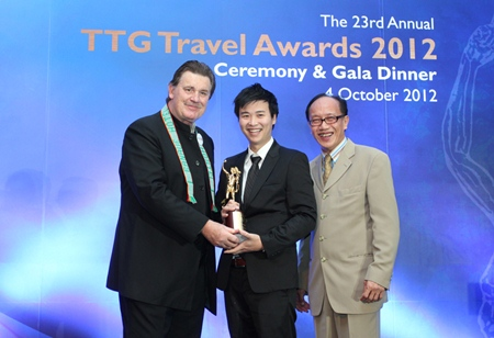 Royal Cliff Hotels Group Vice-President Vathanai Vathanakul (center) receives the TTG Hall of Fame award from Michael Chow, TTG Travel Trade Publishing.