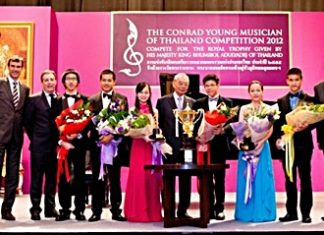 H.E. Admiral M.L. Usni Pramoj, Privy Councillor (6th from left), Matthias Pfalz, President, BMW Group Thailand (1st from left) and Harald Feurstein, General Manager, Conrad Bangkok (1st from right) congratulate the 2012 winner, Krit Kosoltrakul (4th from right).
