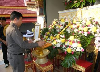 Superintendent Col. Thummanoon Mankhong presides over the cremation of Maj. Udom Kanchanawichien at Krathingthong Temple in Najomtien.