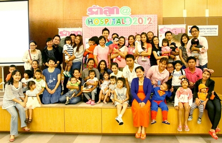 Bangkok Hospital Pattaya together with Rak Luk magazine organized Raklook @ Hospitals 2012 under the concept of 'Social Intelligence'. BHP experts on child care and development spoke to the more than 100 families in attendance about the many aspects of mother and child care.