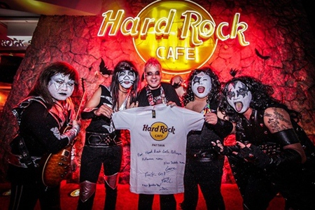 "George Carlos Smith (center), general manager of Hard Rock, Pattaya, introduces ""Kiss"", the headline band for the spooky evening."
