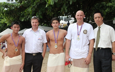 (L to R) Third place winner Christopher Lo, Ronny Heltne (Cross Bay Swim manager), 2nd place finisher Luke Gebbie, long swim champion Nic Wilson and Neoh Kean Boon, resident manager of Dusit Thani Pattaya.