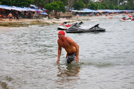 Nic Wilson, champion of the 3.5 km race, makes his way from the sea to the finish line.