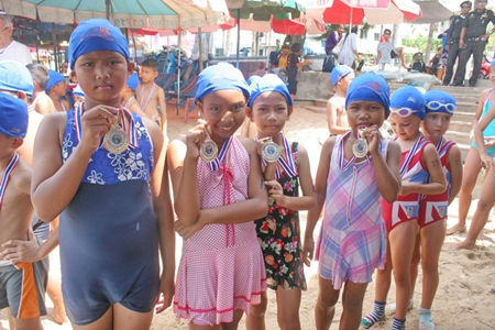Children show their medals from the Rotary Club of Jomtien-Pattaya.