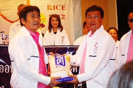 Somyos Khotkhaen (right), president of the Lions Club of Pratamnak-Chonburi donates rice to the 2012 S.O.S. Rice Appeal, accepted by Pattaya Deputy Mayor Ronakit Ekasingh.