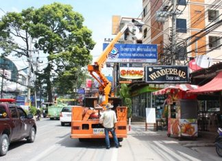 Workers cause slight delays in traffic during an already busy week in order to fix street lights on Pattaya 2nd Road.