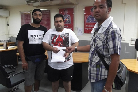 Tourists Jaspret Singh and Chuadet Dawan stated in writing that they were pleased to get their money back.