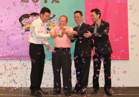 (L to R) Nopporn Kanchanamanee (Thai Airways district sales manager Pattaya), Chatchawal Supachayanont (general manager of Dusit Thani Hotel Pattaya), Neoh Kean Boon (Resident Manager), and Larry Choi (director of Revenue Management) fire off the confetti to begin the fun.