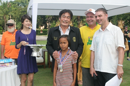 Deputy Mayor Ronakit Ekasingh presides over the official opening ceremony.  He also presented medals to games winners, joined by Stewart Fraser (2nd right) and Russell Jay Darrell (right).
