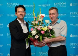 Pattaya Mayor Ithipol Khunpleum (left) is welcomed by Kingdom Property Chief Executive Officer, Nigel Cornick to The Golf Life by Southpoint event.