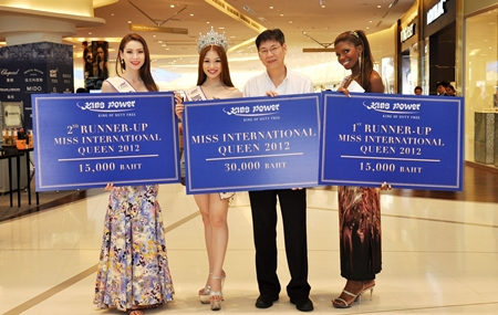 Prasong Nitinavakorn (2nd right), Shop Operations Manager of King Power Pattaya Complex, welcomes and presents cash vouchers to Miss International Queen 2012 Kevin Balot from the Philippines (2nd right), along with first runner up Jessika Simoes from Brazil (right) and second runner up Panvilas Mongkol from Thailand (left).