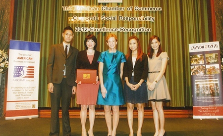 For a third consecutive year, Hemaraj Land and Development Plc., a leading developer of world class industrial estates in Thailand, was awarded Corporate Social Responsibility 2012 Excellence Recognition by the American Chamber of Commerce (AMCHAM). H.E. Kristie A. Kenny (center), Ambassador of the United States of America poses with Siyaphas Chantachairoj (2nd left) Director - Corporate Marketing and Residential Customer Development and executives of Hemaraj at the Award Presentation.