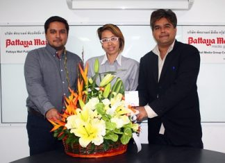 Janjira Buanlee, Public Relations Manager of Pullman Pattaya Hotel G, was also one of the first of many friends who came by to congratulate Pattaya Mail Media Group on our move to the new ultra-modern office complex. On hand to receive her good wishes were Prince and Tony Malhotra, the two up and coming top executives of our company.