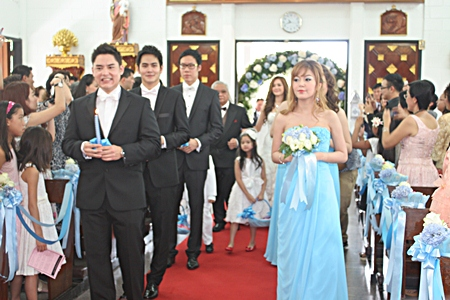 Ushers and bridesmaids make their way down the isle.