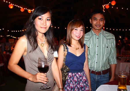 (L to R) Jittikan Thongmalai, Nida Silabonjah and Nataphong Ritpradit, Technical Sales Representative, WMS.