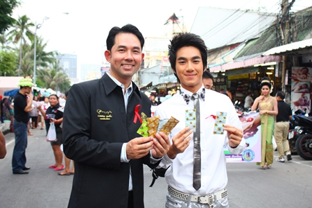 Mayor Itthiphol Kunplome and BB recording artist Note Mahasajan hand out condoms during the parade.