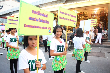 Students from Pattaya School No. 7 parade their anti-AIDS message on World AIDS Day.