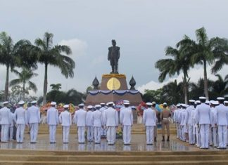 Military, government and local residents mark the 87th anniversary of the death of HM King Vajiravudh.