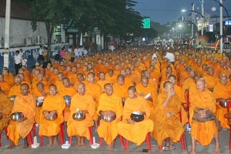As the sun begins to rise in North Pattaya, 2,600 saffron robed monks meditate, quietly waiting for the ceremony to begin.