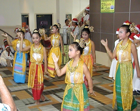 Dressed in traditional Thai costumes, these young ladies look lovely as they perform a variety of Thai and Christmas songs.