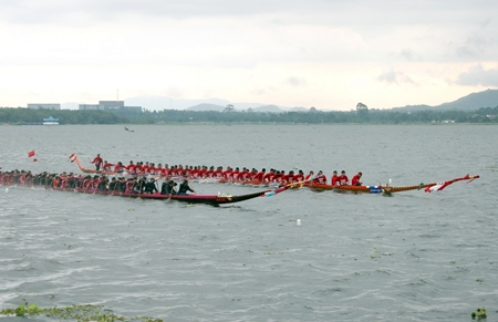 The longboats had to battle tough conditions on finals day.