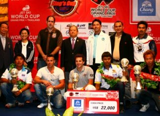 King's Cup winners pose with dignitaries and officials during the trophy presentation. (Photo/www.jetski-worldcup.com)